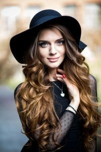 curly-festival-hair-with-hat-200x300